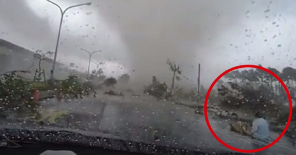 Couple Are Driving When A Sudden Tornado Passes Over Their Car.. These Horrifying Seconds Will Hunt You